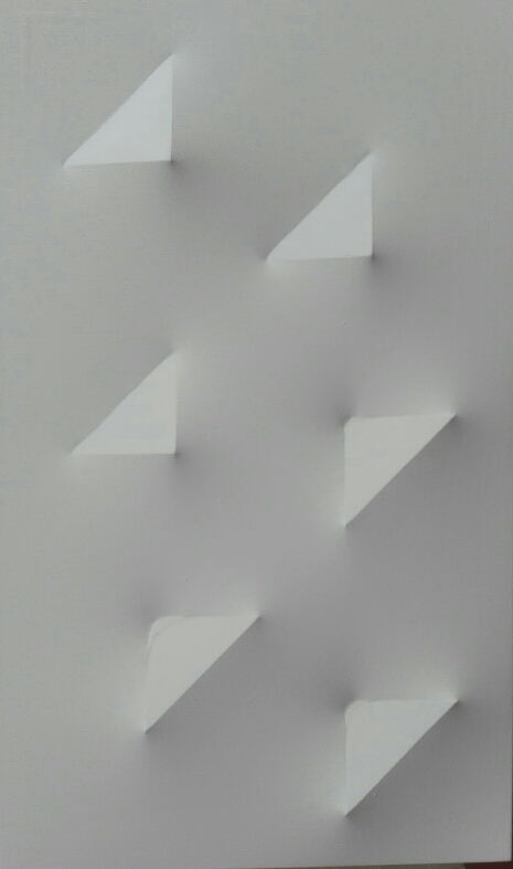 delta-in-formazione-acrilico-su-tela-estoflessa-bianca-90-x-54